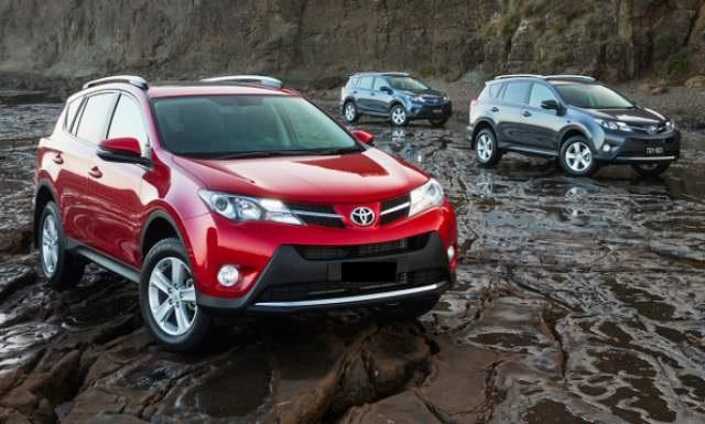 2017-Toyota-RAV4-front (1)