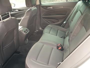 Detalle plazas traseras OPEL Insignia Grand Sport 1.5 Turbo 165 CV