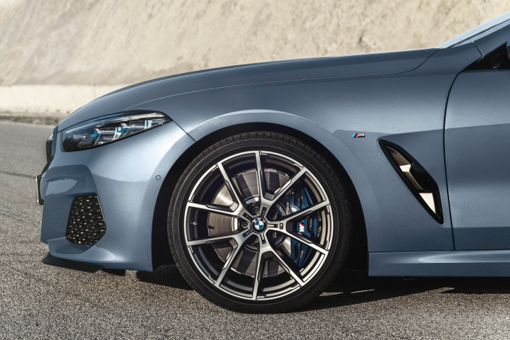P90306601_highRes_the-all-new-bmw-8-se.jpg
