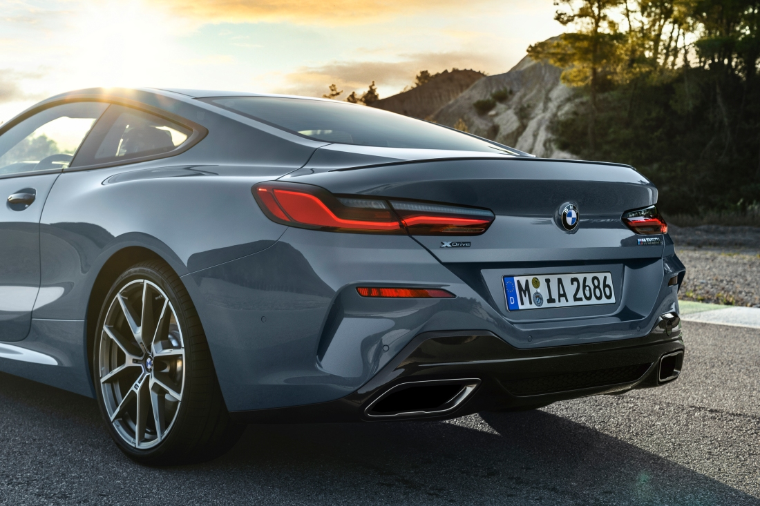 P90306602_highRes_the-all-new-bmw-8-se.jpg