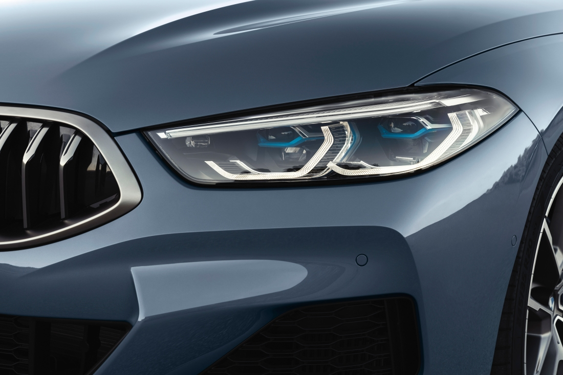 P90306604_highRes_the-all-new-bmw-8-se.jpg