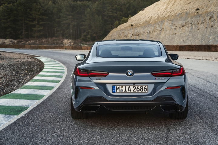 P90306630_highRes_the-all-new-bmw-8-se.jpg