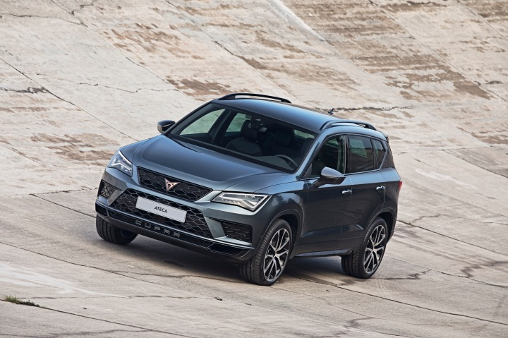 El-CUPRA-Ateca-ya-esta-disponible-en-la-red-comercial_001_HQ