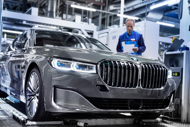 P90339896_highRes_the-new-bmw-7-series