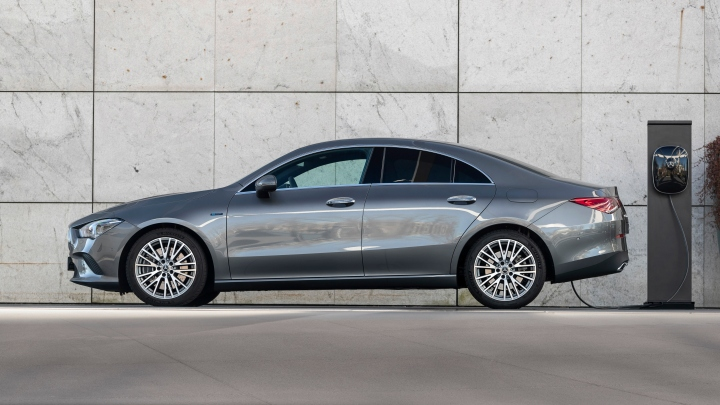 Drei neue Plug-in-Hybridmodelle komplettieren die Mercedes-Benz Kompaktwagen-Familie: CLA Coupé, CLA Shooting Brake und GLA jetzt mit EQ Power Three new plug-in hybrid models complete the Mercedes-Benz compact-car family: CLA Coupé, CLA Shooting Brake a