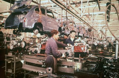 Cadena de montaje SEAT 600 INFOBLOGMOTOR.COM